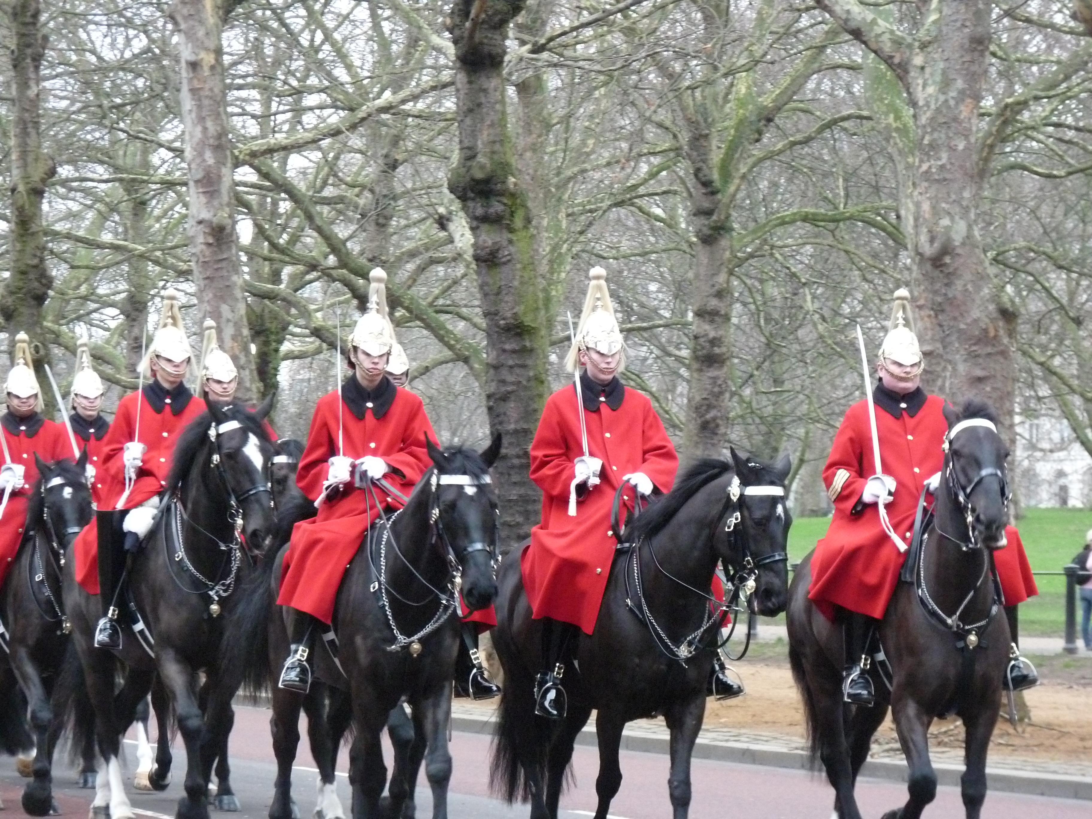 Guarda montada a caballo de la reina. Tour de Westminster